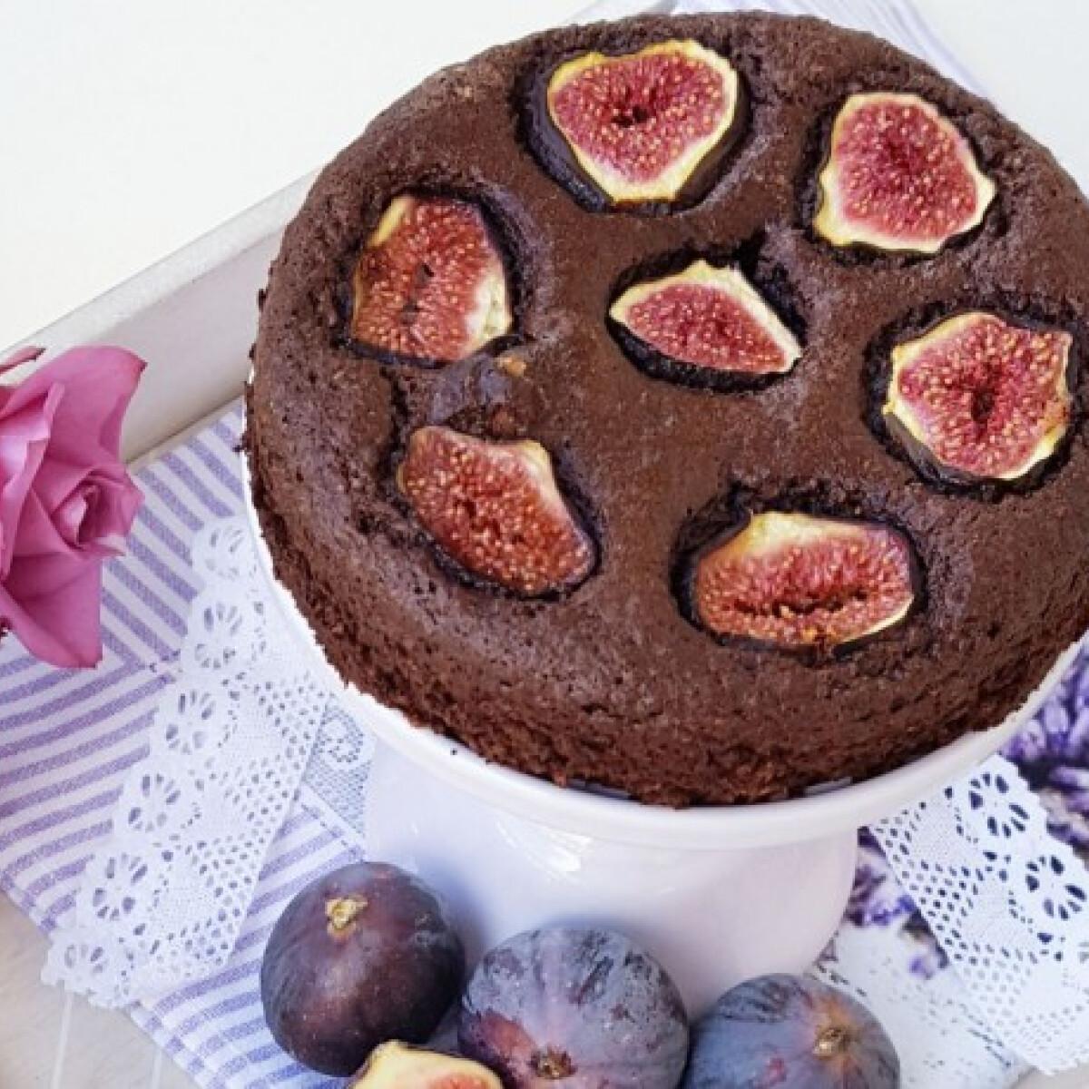 Ezen a képen: Fügés-diós sütemény