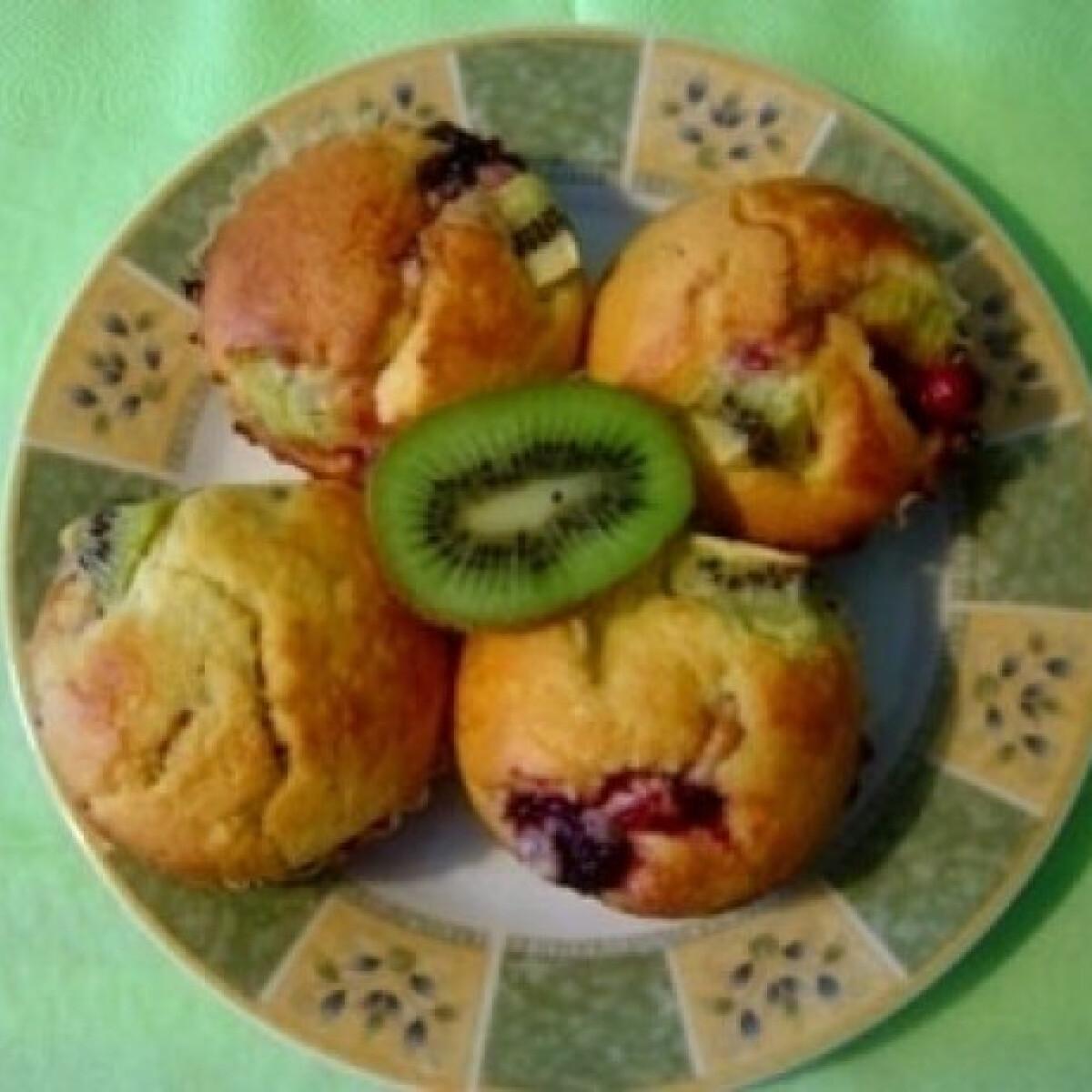 Kivis-erdei gyümölcsös muffin