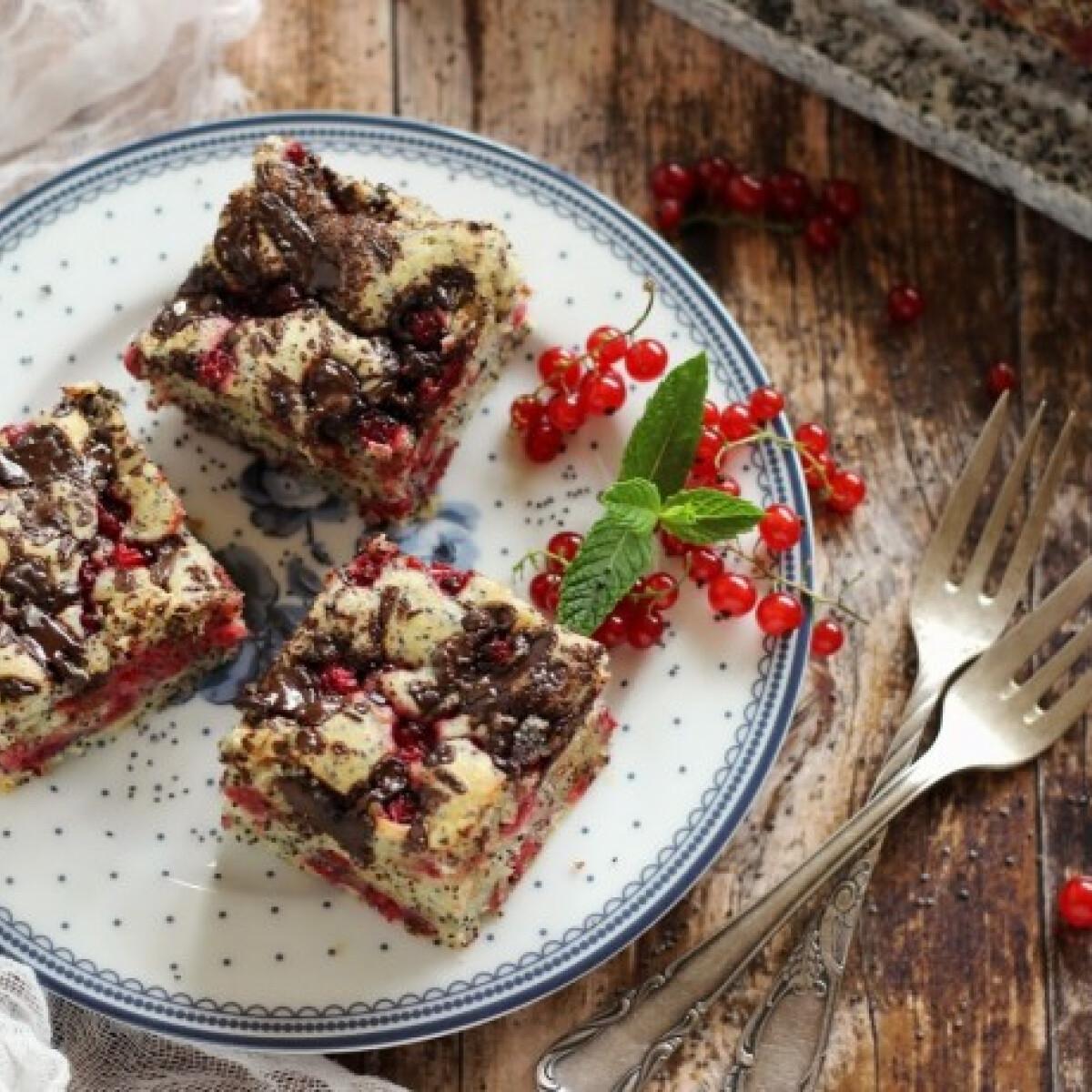 Ezen a képen: Mákos-csokis-ribizlis kocka