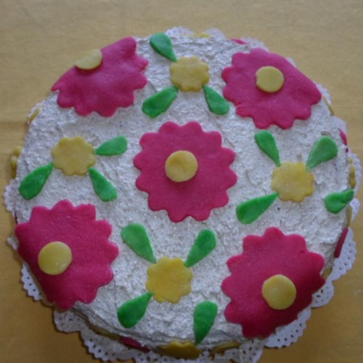 Ezen a képen: Marcipános-diós torta