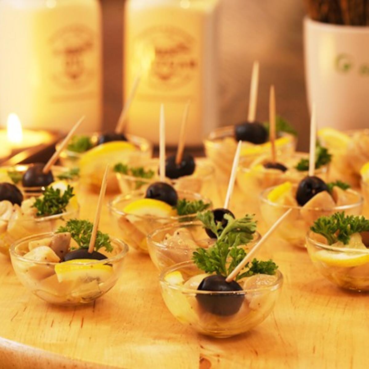 Ezen a képen: Gombasnack citrommal és olívabogyóval