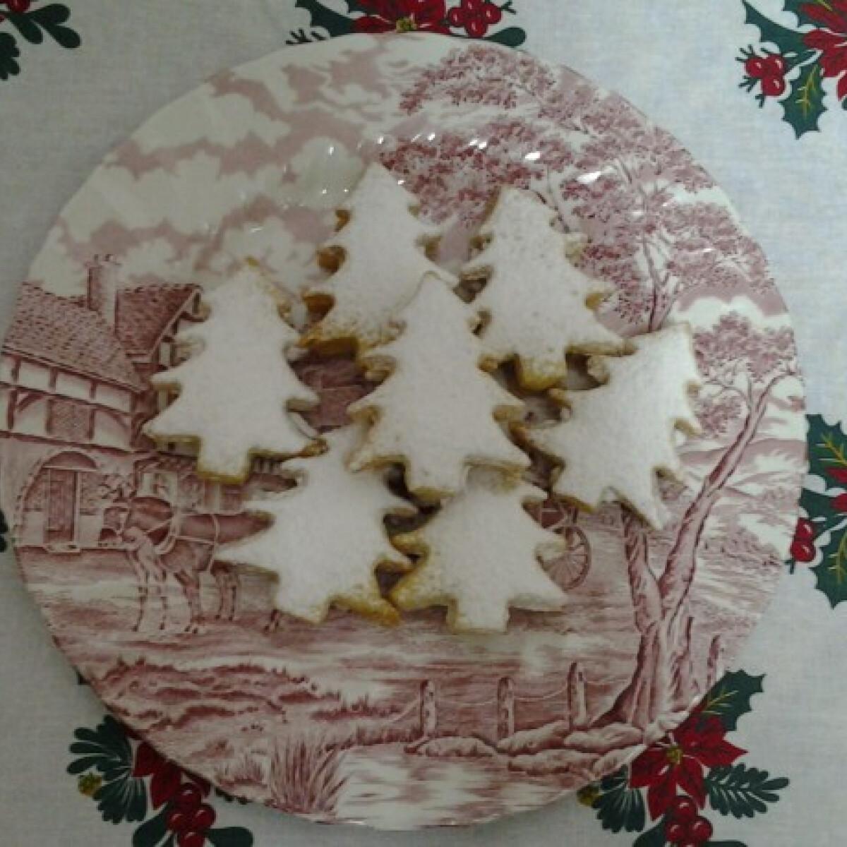Ezen a képen: Havas fenyők Angie konyhájából