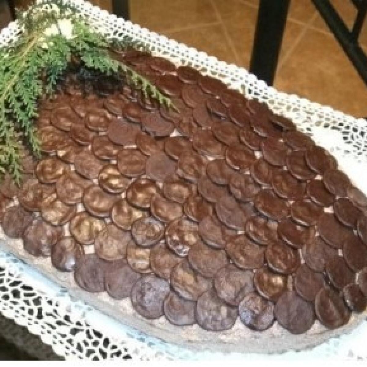 Ezen a képen: Mesés fenyőtoboz - csokis piskótás