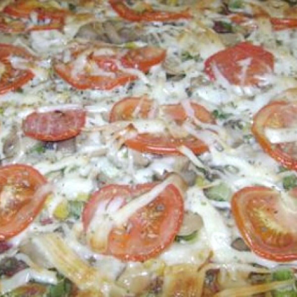 Ezen a képen: Brokkoli alapú pizza