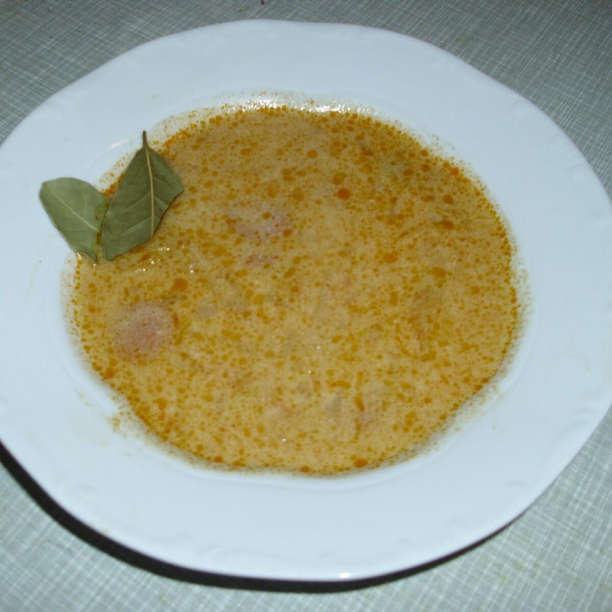 Ezen a képen: Frankfurti leves Husi konyhájából