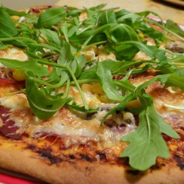 Pizza házi készítésű pizzaszósszal