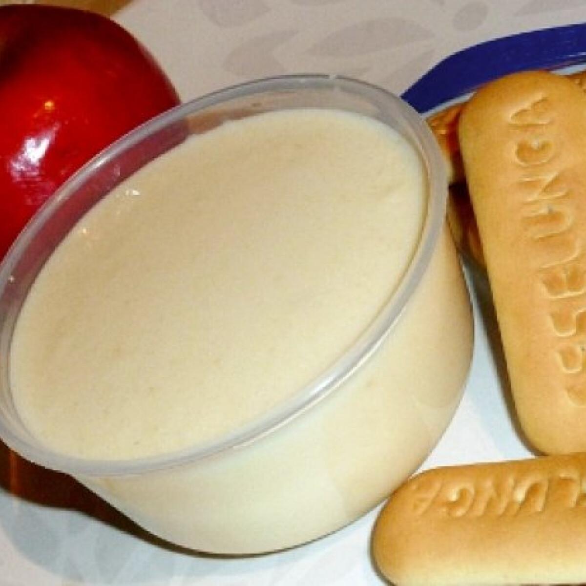 Ezen a képen: Kekszes-joghurtos almapüré babáknak