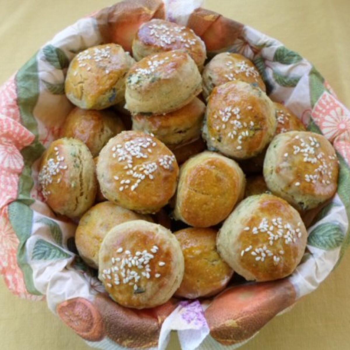 Ezen a képen: Tökmagos-krumplis pogácsa