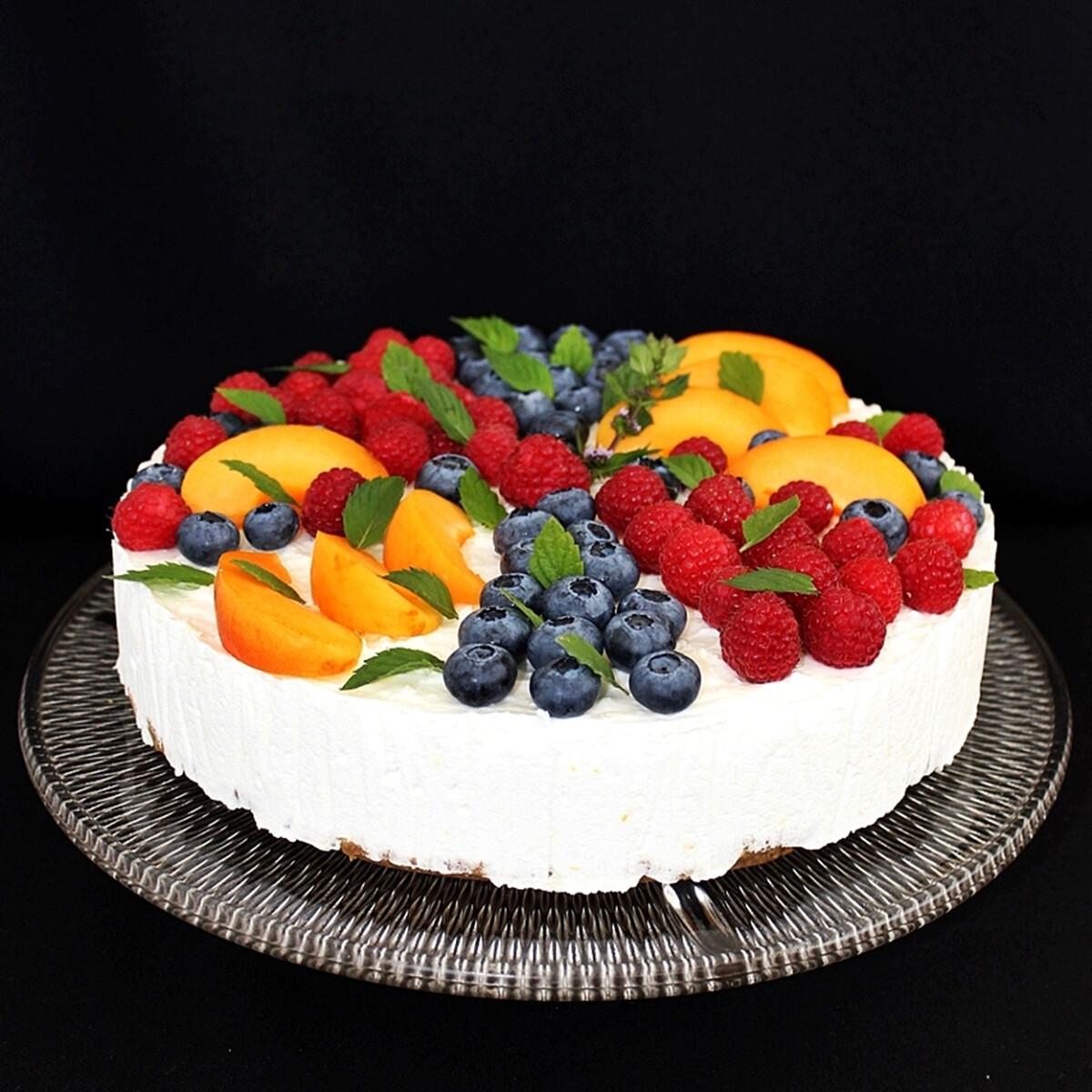 Ezen a képen: Gyümölcsös túrótorta (sütés nélküli)