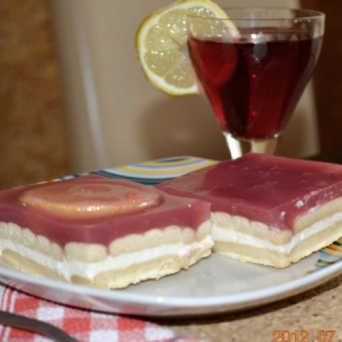 Ezen a képen: Kekszes-citromos sütemény