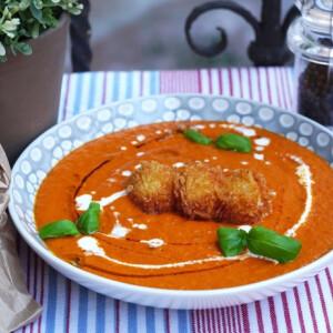 Sültparadicsom-leves panko morzsás mozzarellagolyókkal