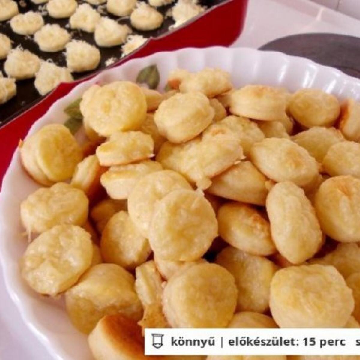 Ezen a képen: Túrós-sajtos pogácsa ancsagirltől
