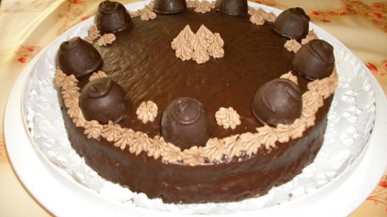 Konyakmeggyes csokitorta