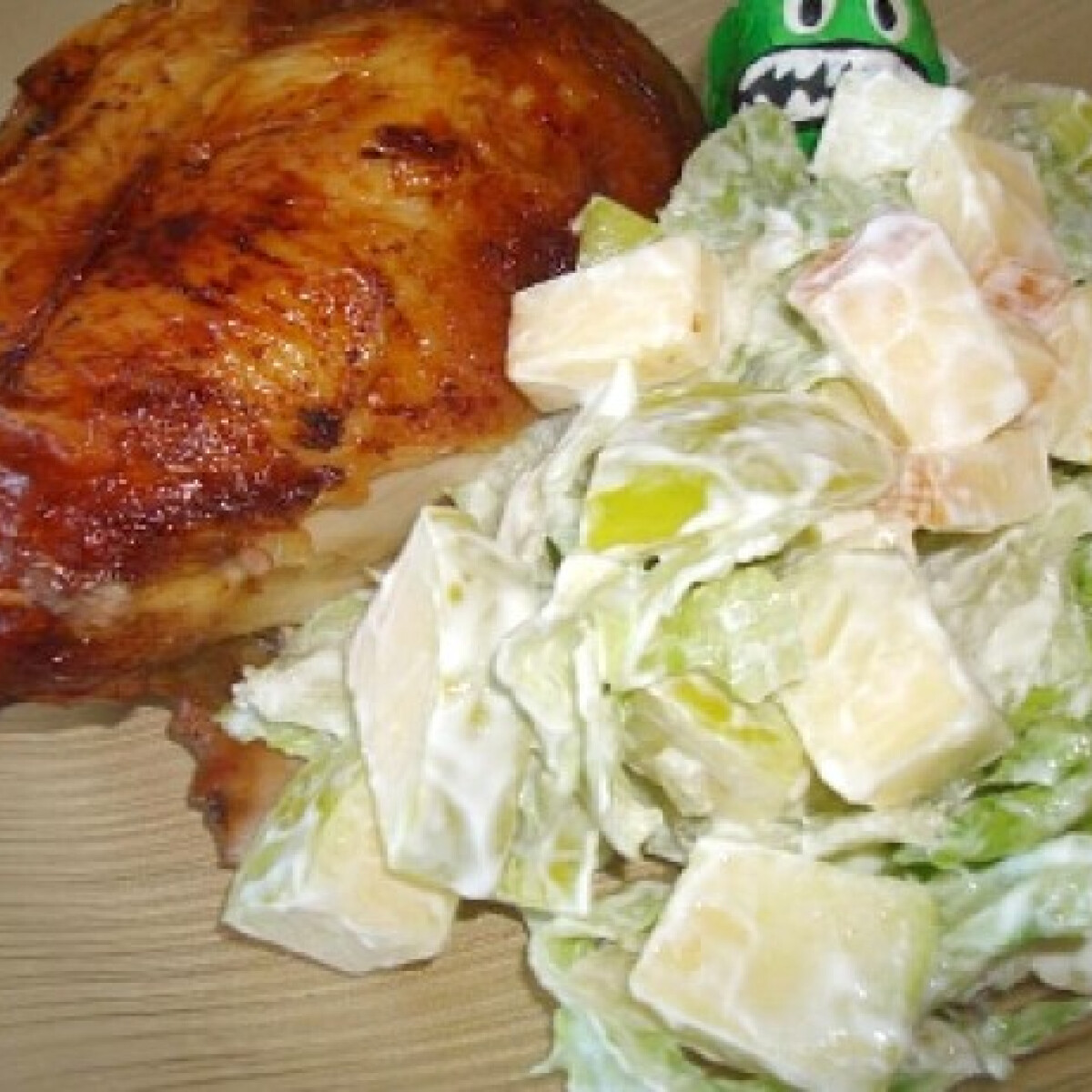 Grill csirkemell joghurtos salátával