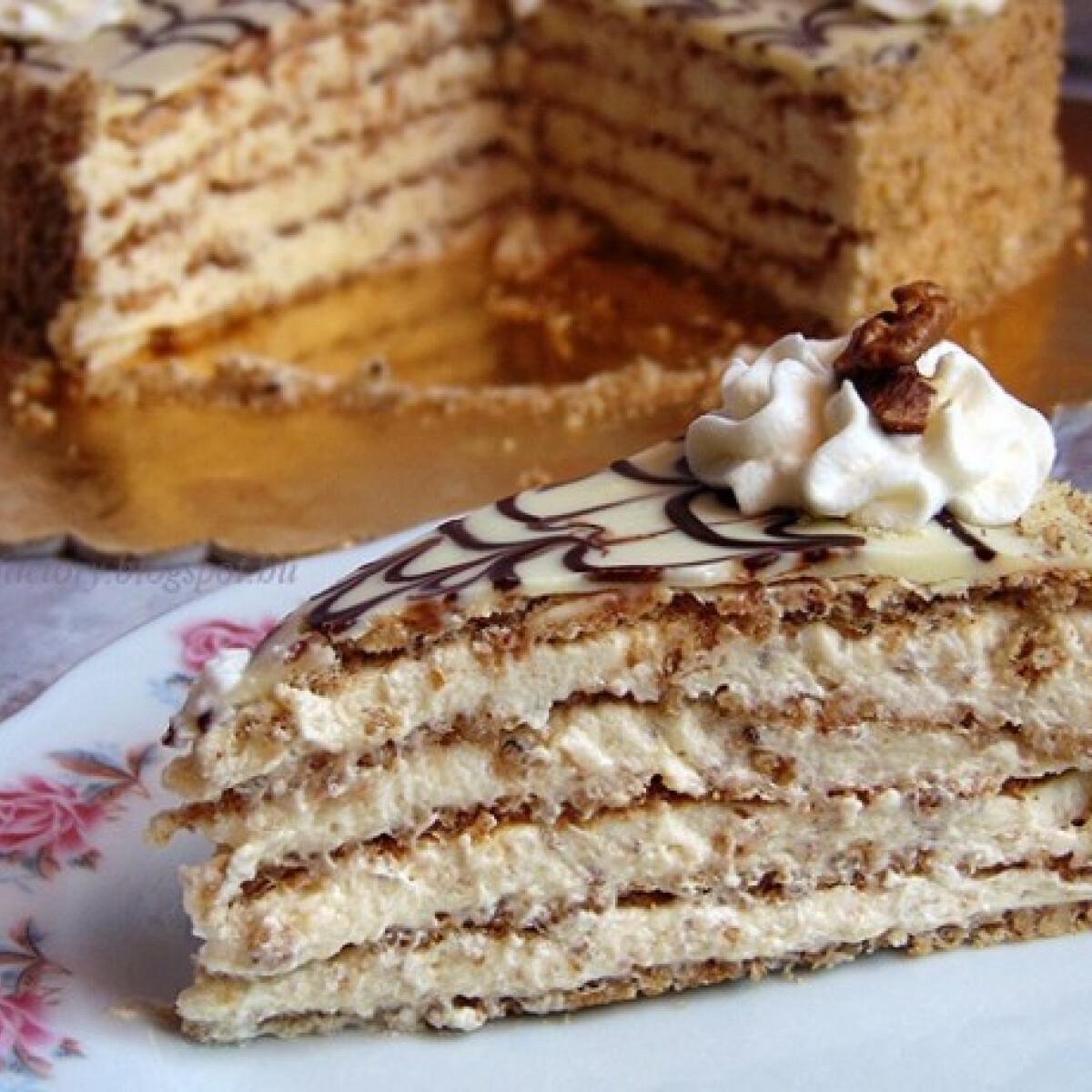 Ezen a képen: Eszterházy torta a The Cake Factory-tól
