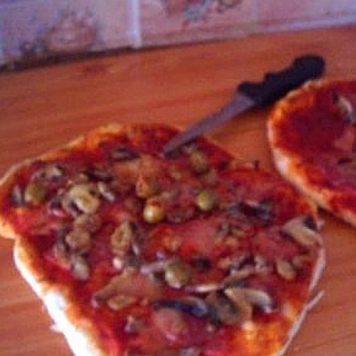 Ezen a képen: Pizzatészta 10. - gyors és kiadós