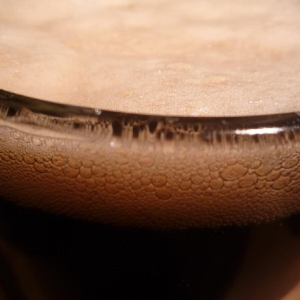 Ezen a képen: Házi fekete sör
