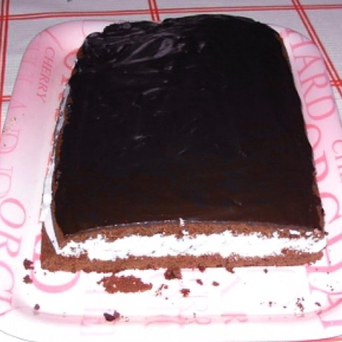 Ezen a képen: Édes krémes-csokis süti