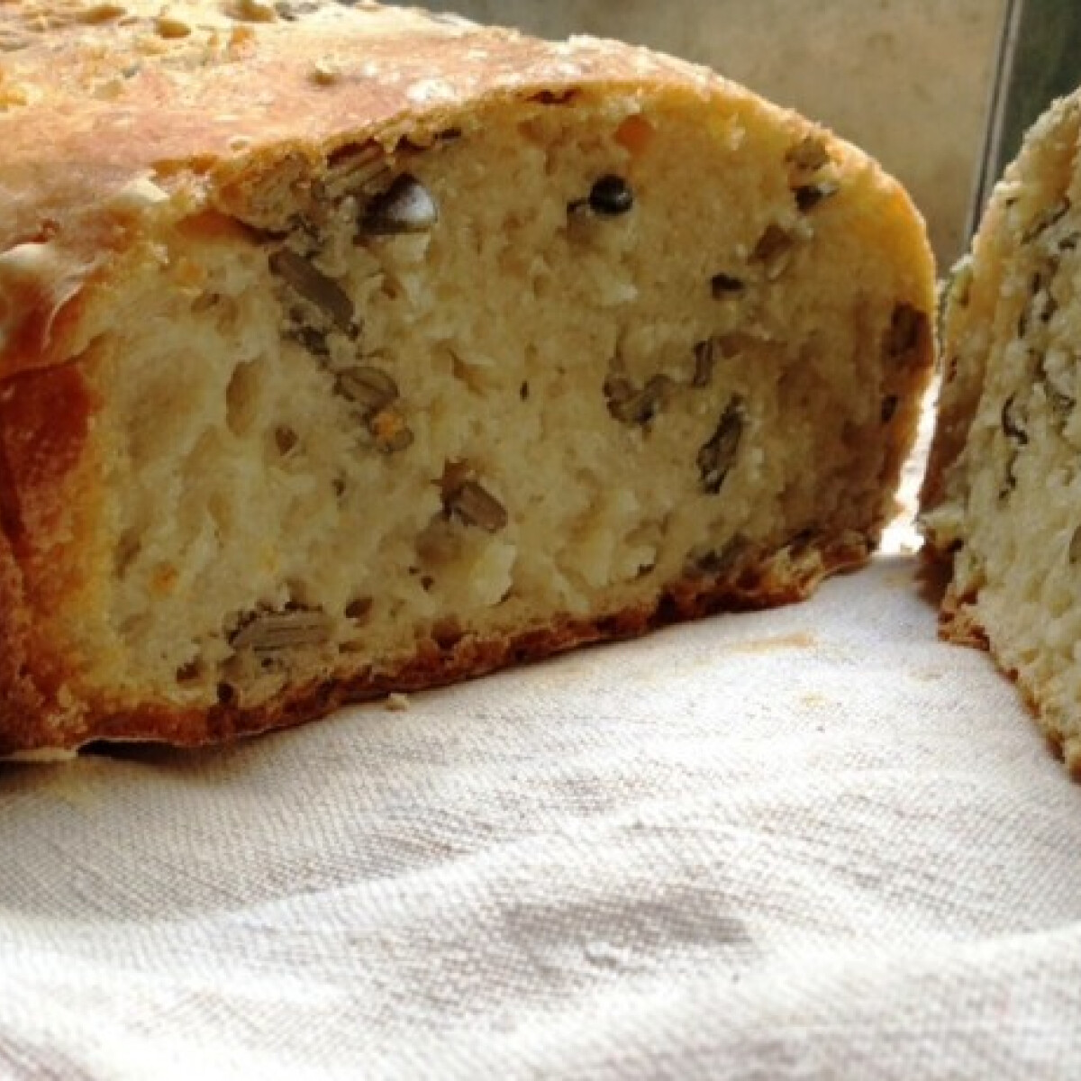 Ezen a képen: Házi kenyér egyszerűen