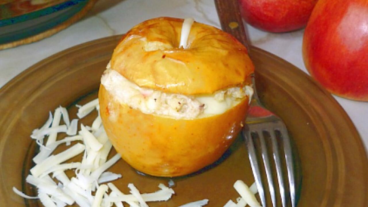 Sült húsos-sajtos töltött alma