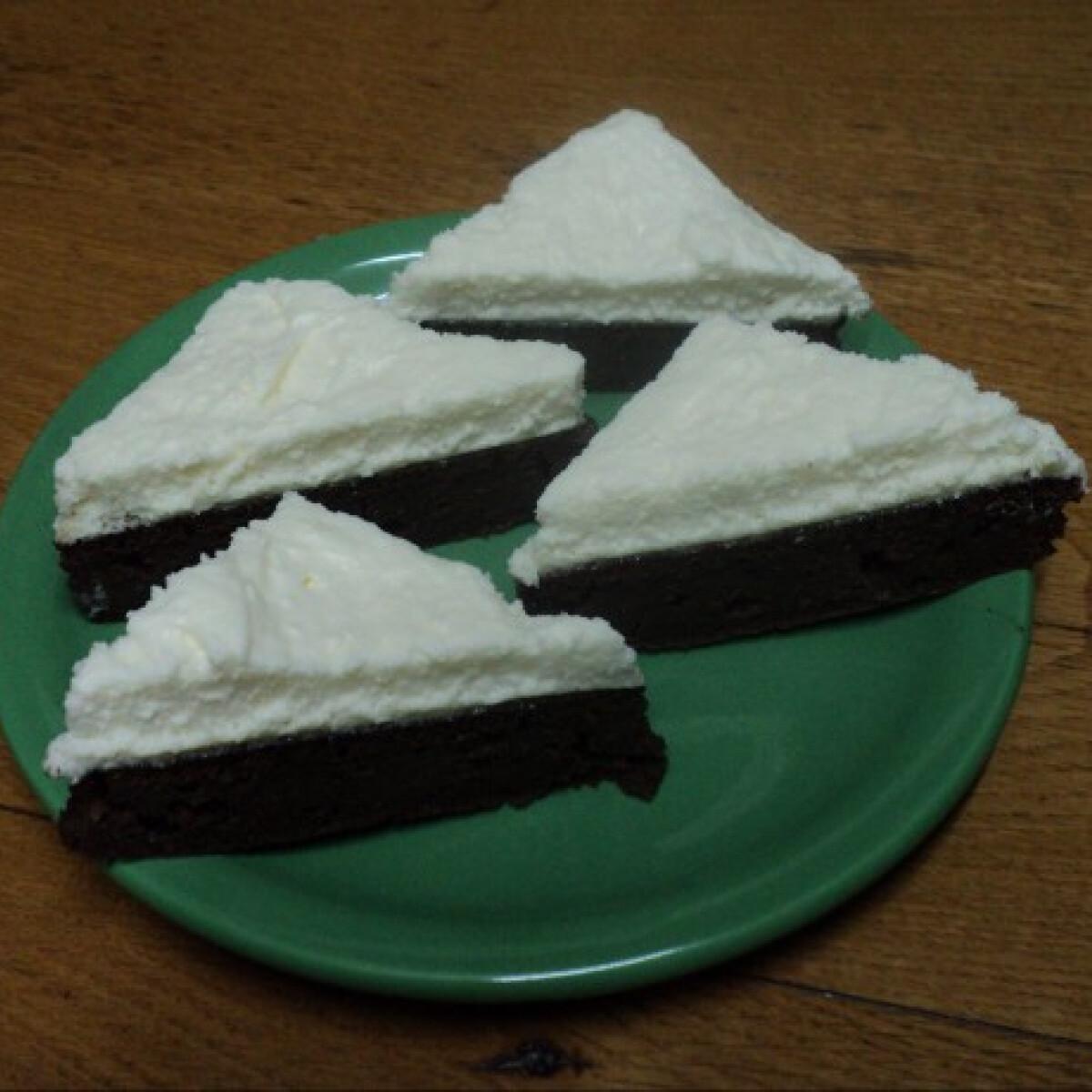 Ezen a képen: Körtés-vaníliakrémes süti