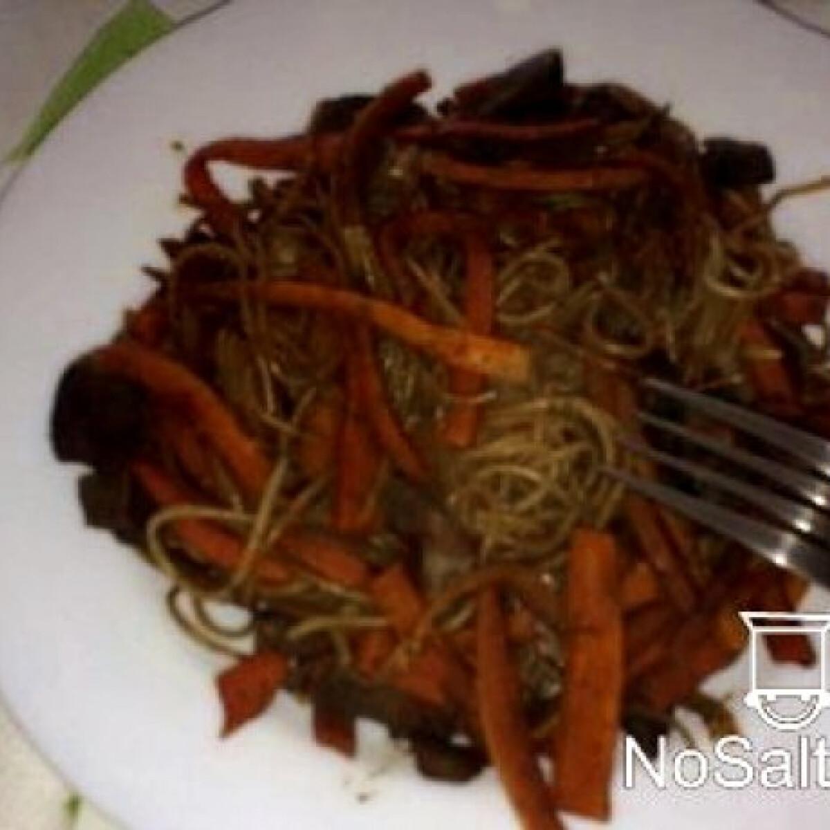 Ezen a képen: Kínai sült tészta májjal
