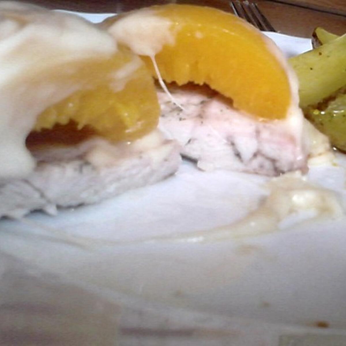 Ezen a képen: Barackos-sajtos csirkemell