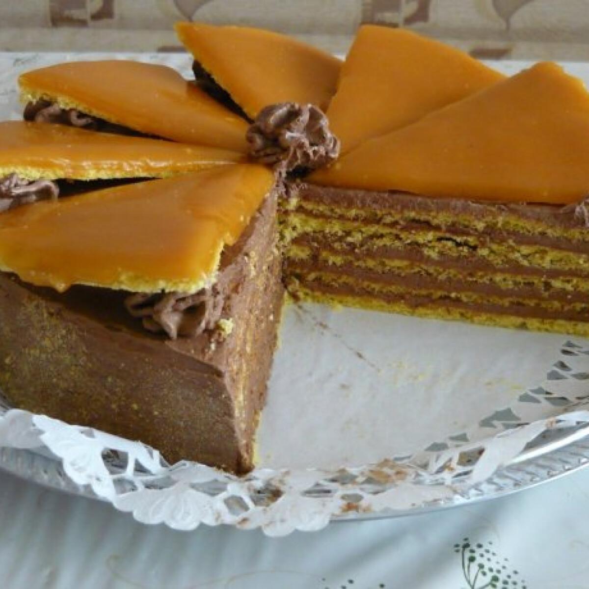 Ezen a képen: Dobos-torta ahogy Racsek Renáta készíti