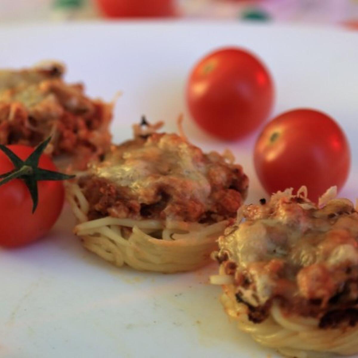 Ezen a képen: Bolognai spagetti muffin sütőben