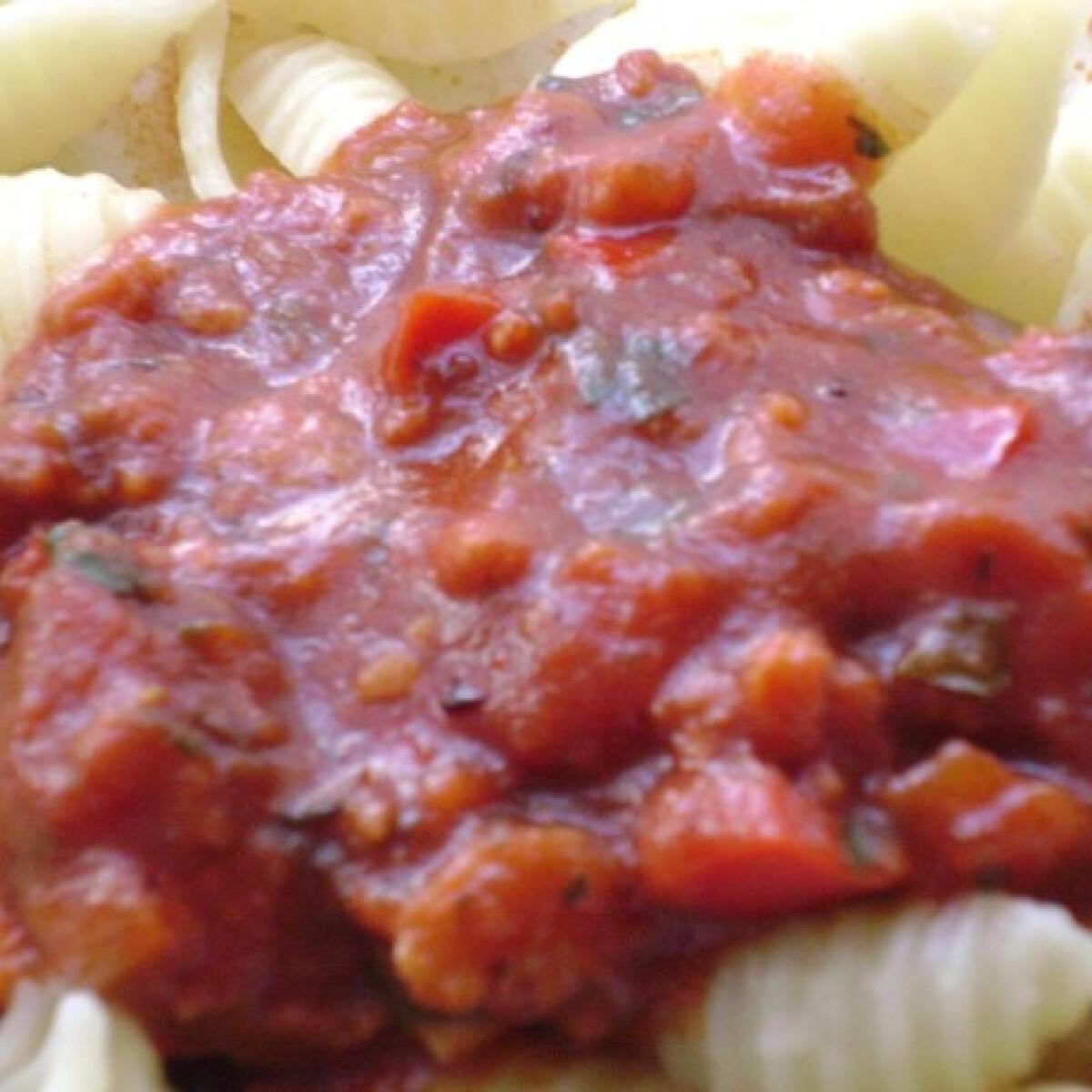 Ezen a képen: Paradicsomos-kolbászos tészta