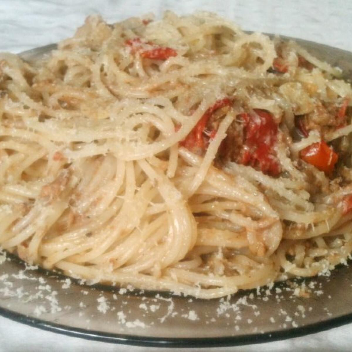Ezen a képen: Egyszerű tonhalas spagetti