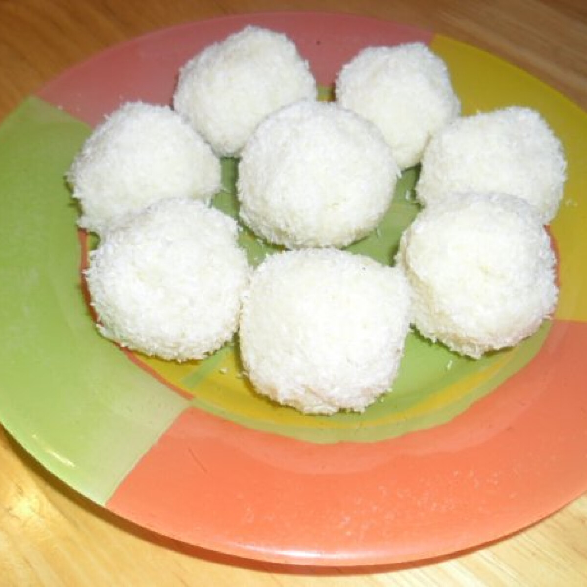 Ezen a képen: Kókuszgolyók tejkonzervből