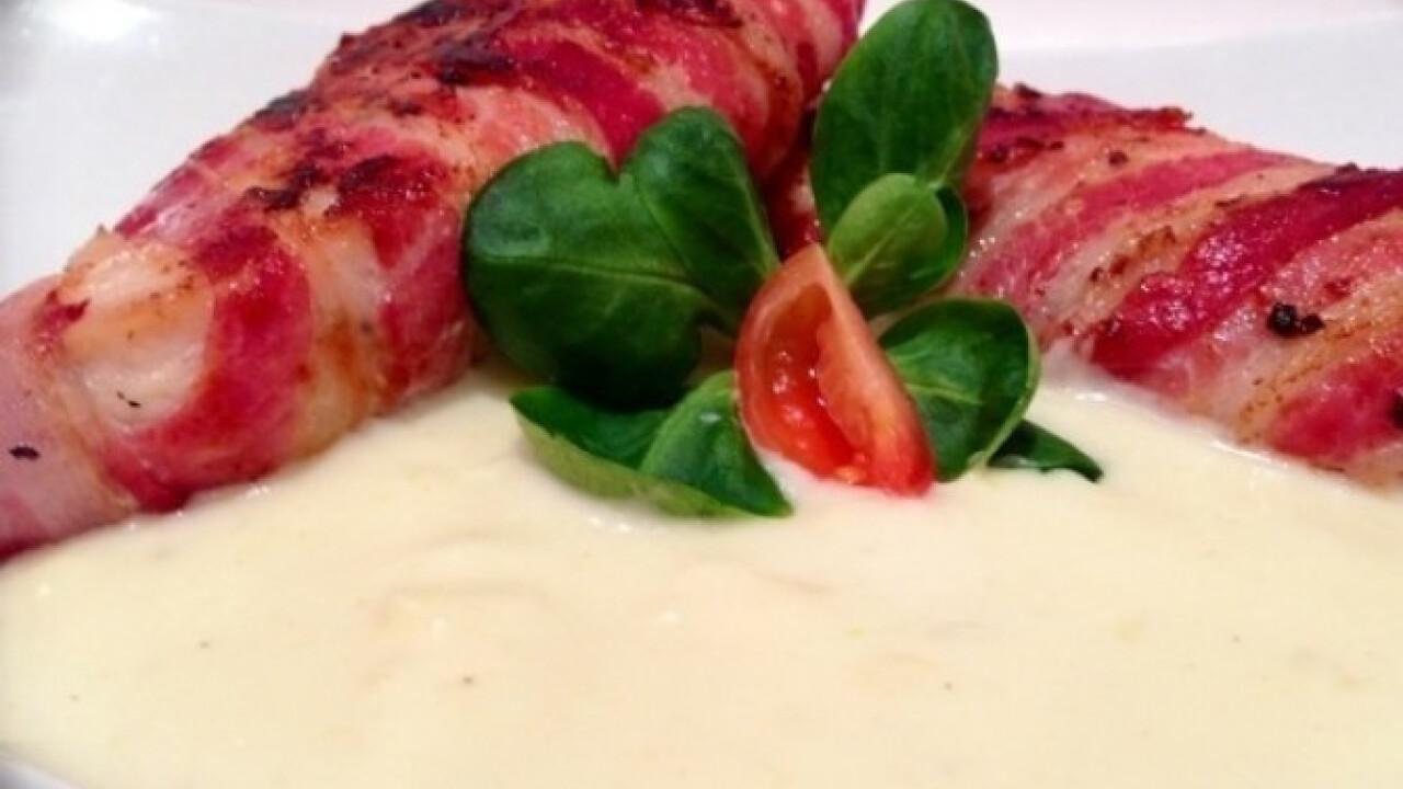 Fokhagymás-sajtmártásos baconös csirke