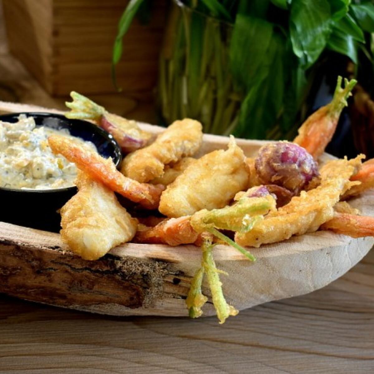 Ezen a képen: Tempurázott zöldségek és tengeri hal remuláddal