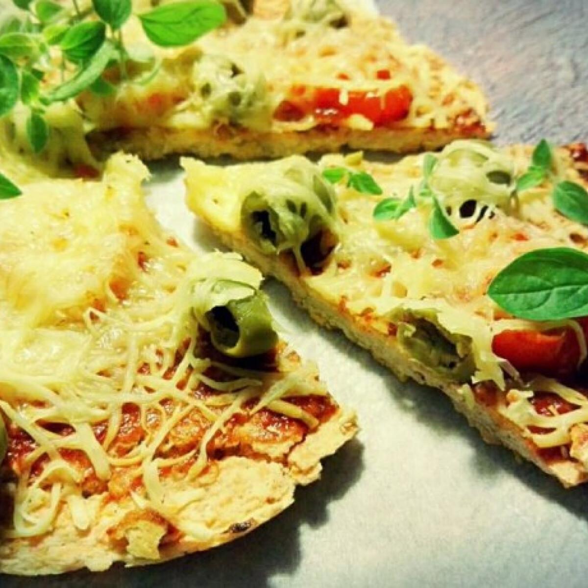 Ezen a képen: Fitnesz pizza vöröslencséből