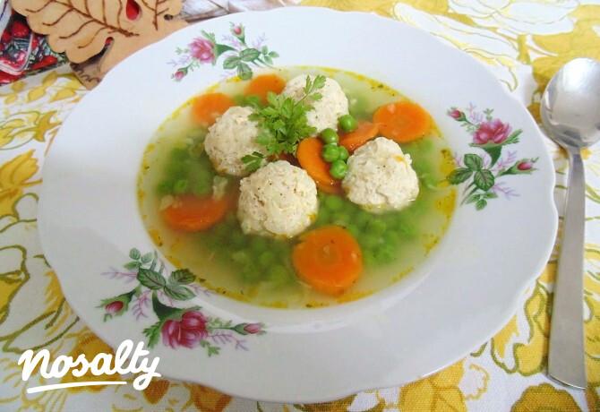 Ezen a képen: Ízletes zöldségleves csirkemellgombóccal