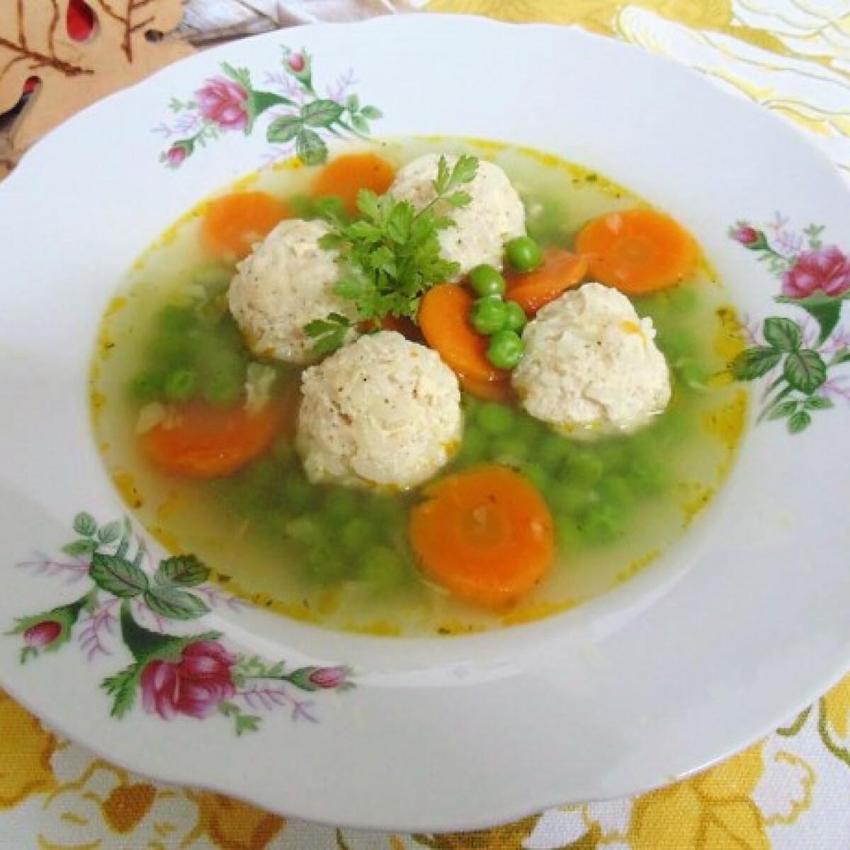 Ízletes zöldségleves csirkemellgombóccal