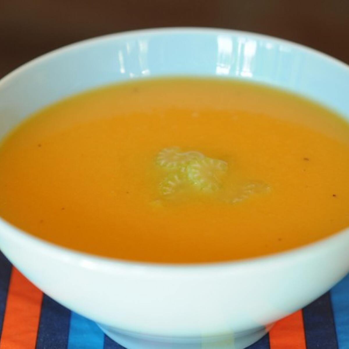 Ezen a képen: Almás-zelleres édesburgonya-leves