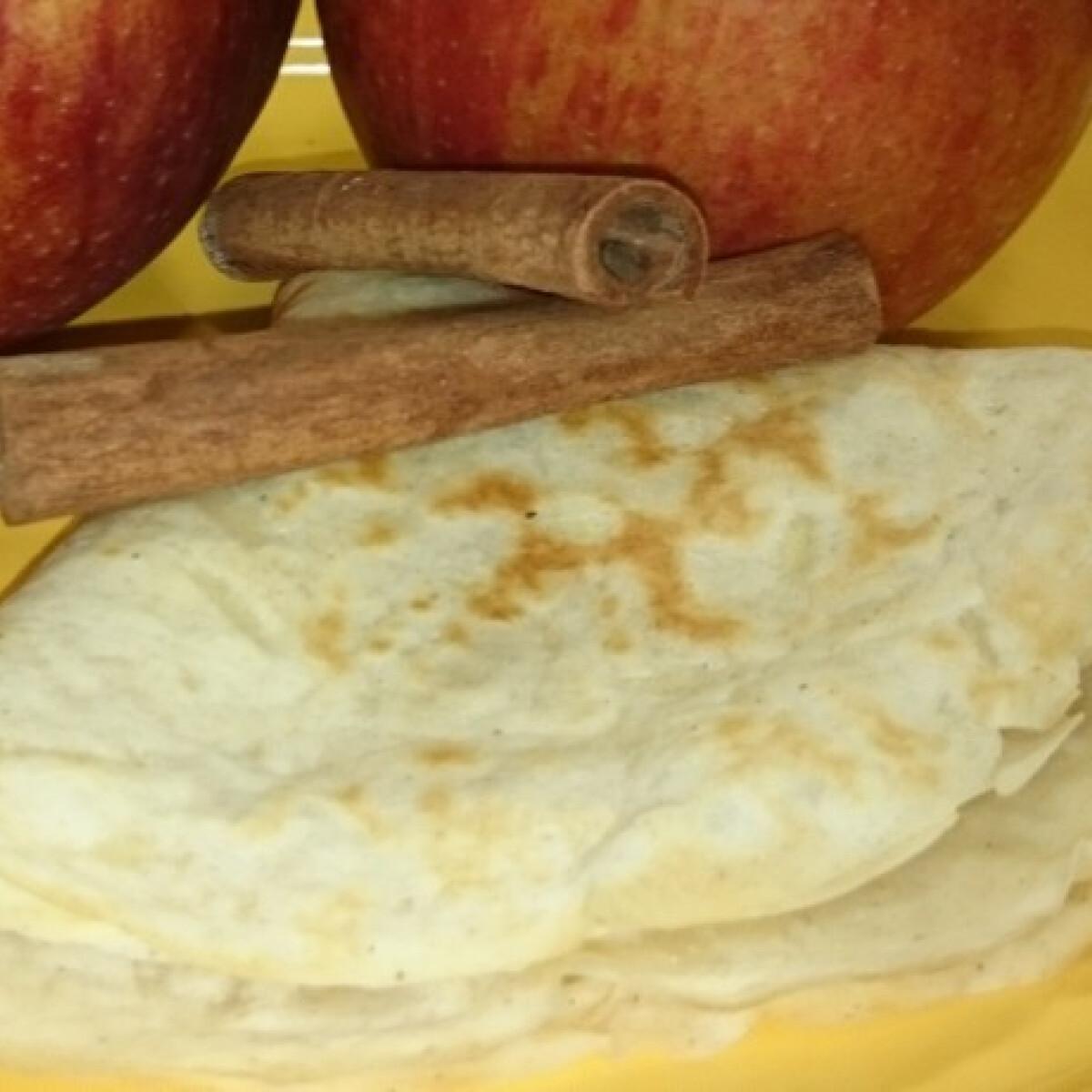 Ezen a képen: Gyors almás-fahéjas palacsinta