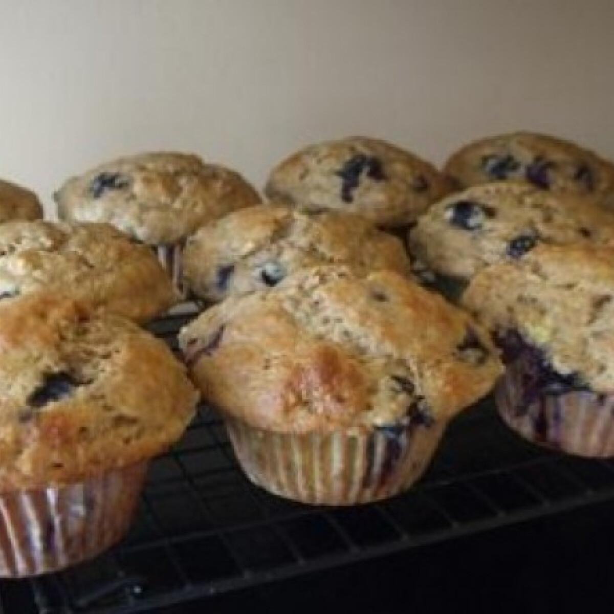 Ezen a képen: Banános-áfonyás muffin