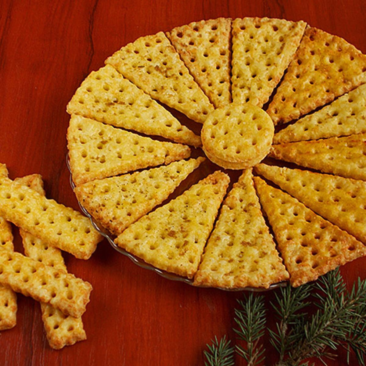Ezen a képen: Háromszögű sós keksz
