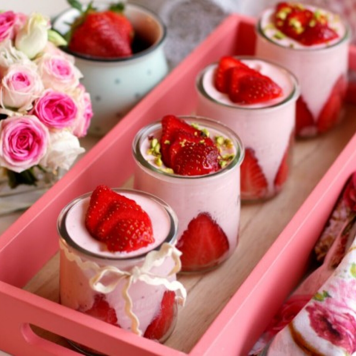 Ezen a képen: Epres joghurthab Pink.Cékla konyhájából