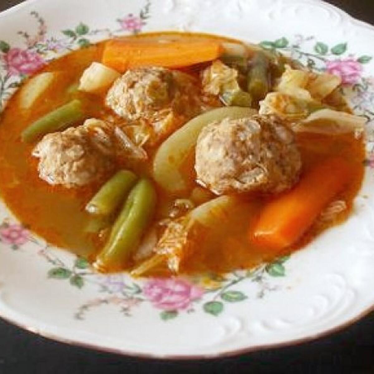 Ezen a képen: Töltött káposzta leves
