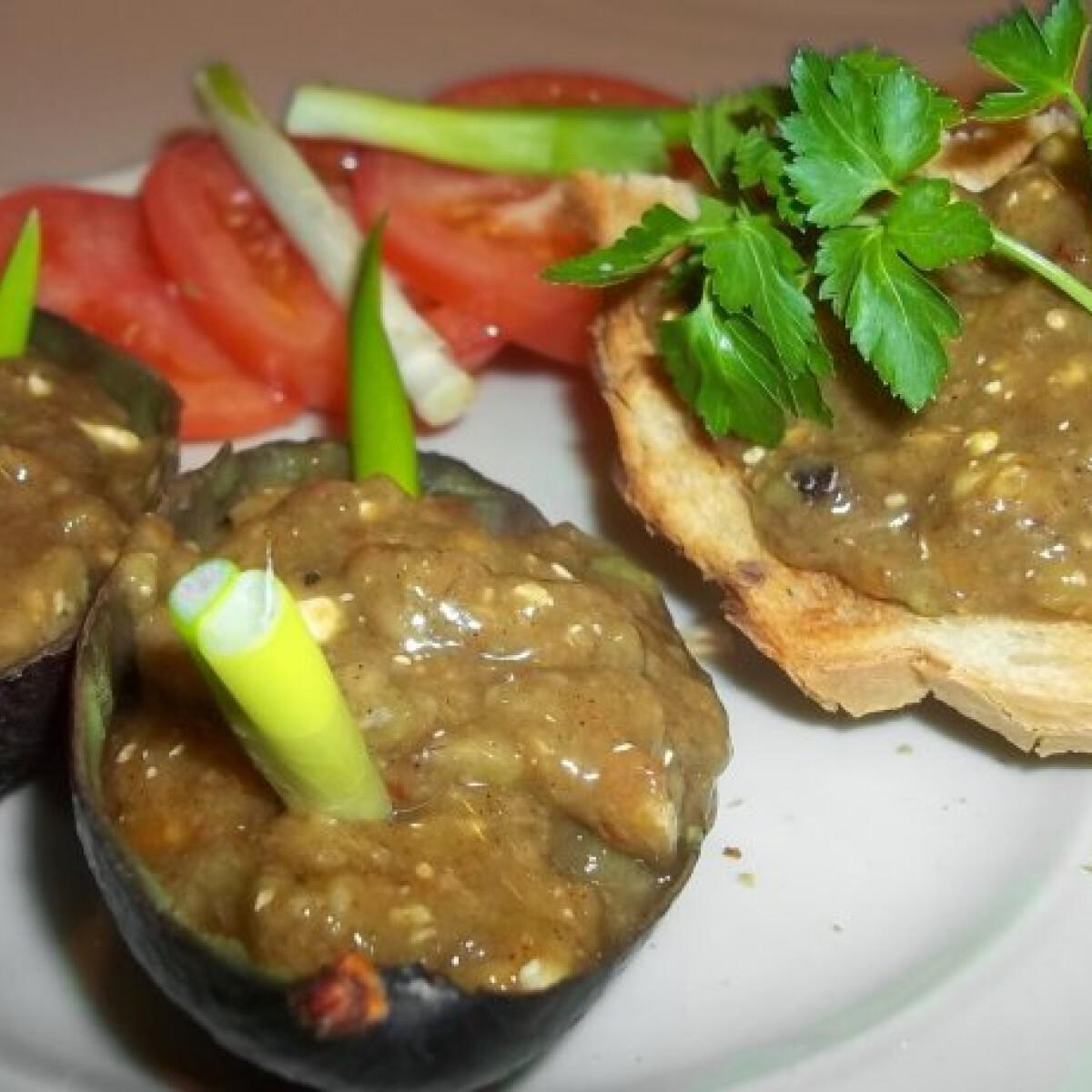 Ezen a képen: Chilis avokádókrém pirítóssal