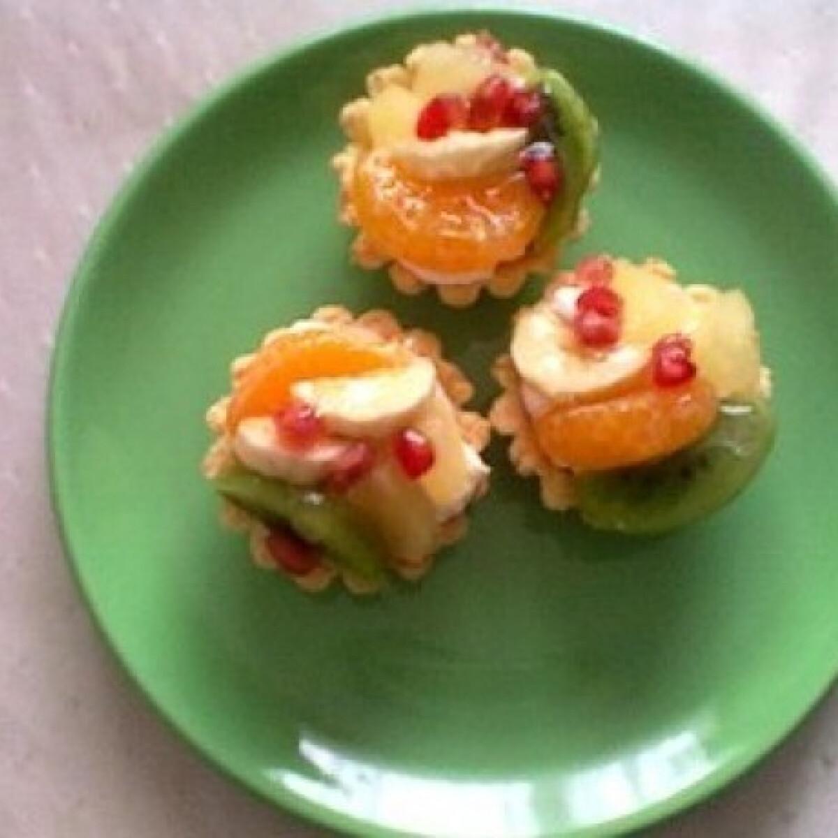 Ezen a képen: Gyümölcsös kosárka