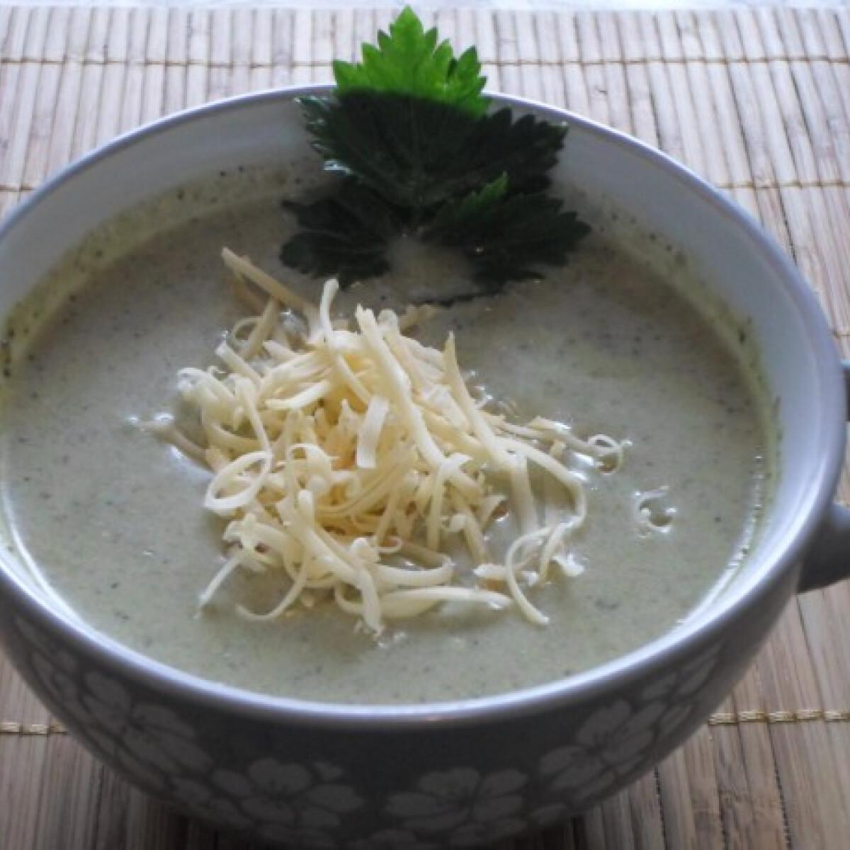 Ezen a képen: Sajtos-tejszínes brokkolikrémleves Csillától