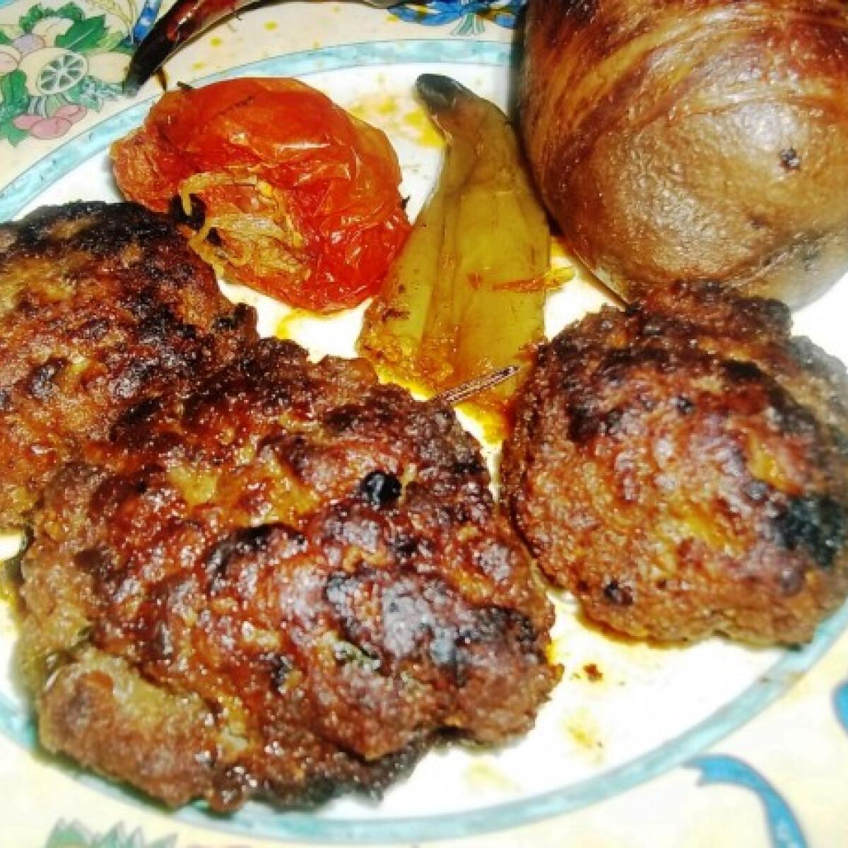 Ezen a képen: Fasírt baconbe tekert burgonyával