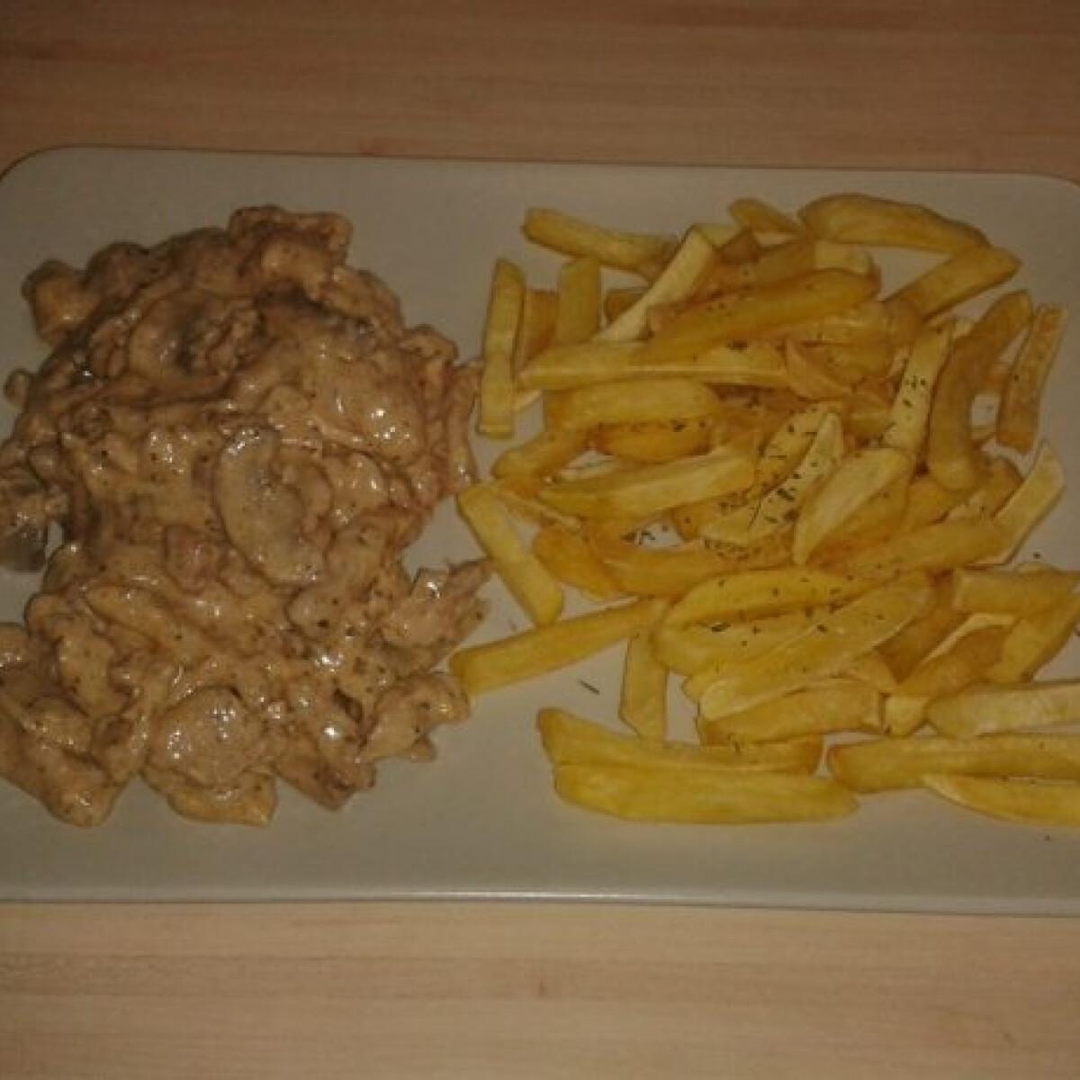 Ezen a képen: Bakonyi csirkemell sült krumplival