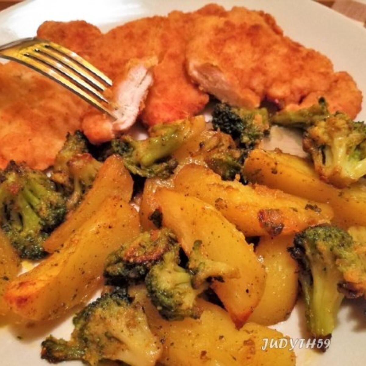 Ezen a képen: Frissen sült csirkemell - sütőben sült zöldségkörettel