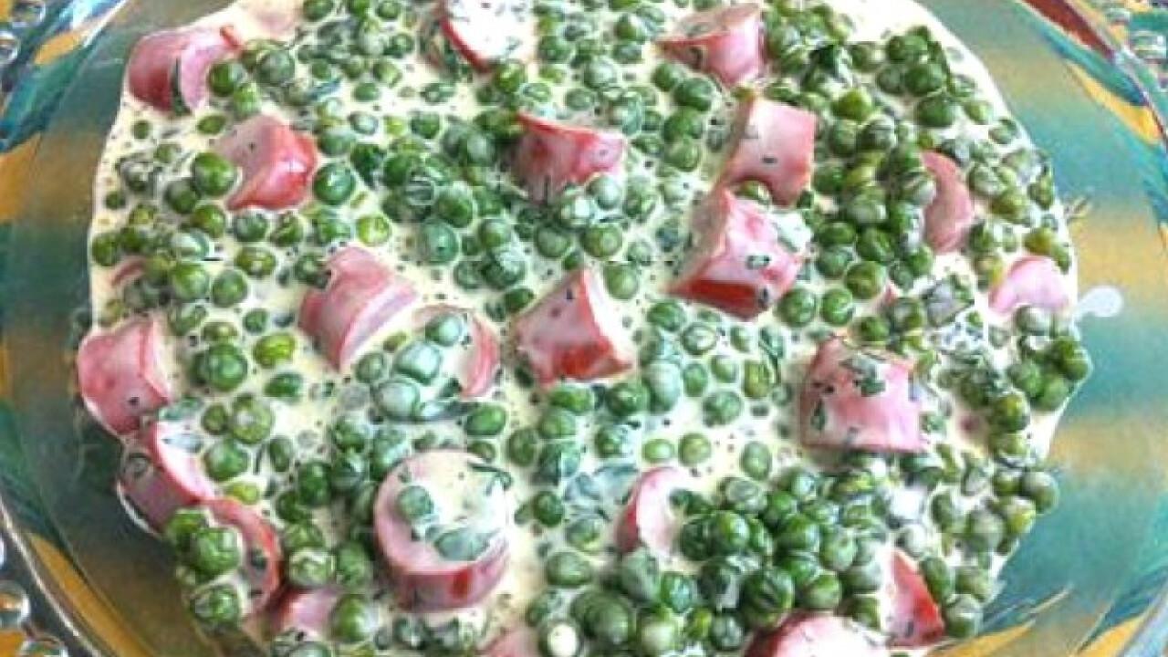Majonézes-virslis zöldborsósaláta